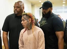 Qual o sentido de um guarda-costas negro numa sociedade/cultura racista?